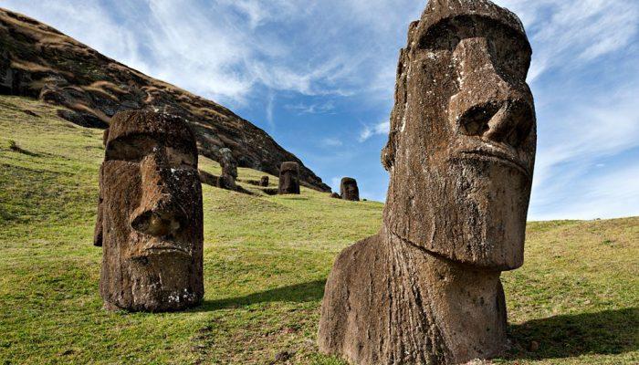 Каменные статуи